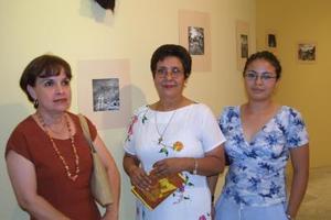 Rosario Goytia Aguiñaga, Rosa Sandoval y Julia Garza Sandoval