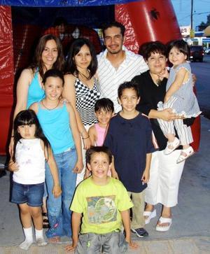 José Manuel Villalobos Carrasco y familia.
