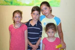 Micaela y Camila Arizpe , Alejandra y Luis Alberto Ramos.