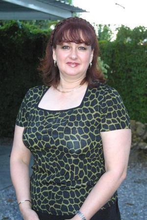Norma Acuña Cepeda cambiará de residencia y por tal motivo sus amistades le ofrecieron un convivio.