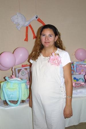 Paola Aldana de López tendrá una niña que llevará por nombre Stephany Paola y por ellofue festejada con una inolvidable fiesta de canastilla