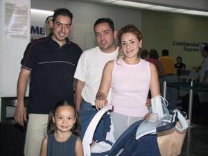 Fernando Tabares y María Regina viajaron a Mazatlán los despidió Alfonso Montellano.