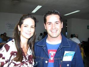 Los conductores de TV Azteca Luz Blanchet y Alberto Gómez, arribaron a la Comarca Lagunera, para firmar autógrafos en la Feria de Gómez Palacio.