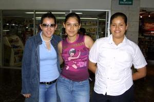Susana Skarbink, Érika Muñoz, y Laura Covarrubias viajaron a Manzanillo de vacaciones