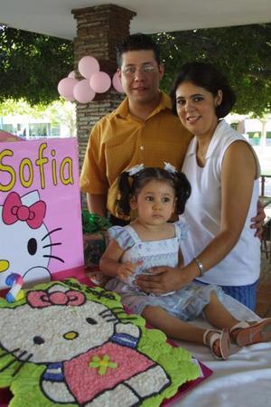 Ana Sofía en compañía de sus padres, Ricarlo López Adame y Rosaura Mendoza de López, el día del festejo de su cumpleaños