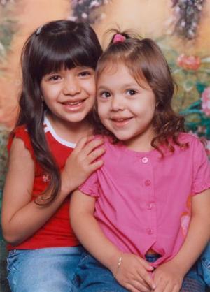 Ana Sofía y Victoria Galindo Esquivias, hijas de Víctor Manuel Galindo Obregón y María Dolores Esquivias de Galindo.