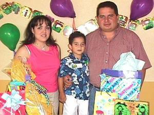 Celebró su cumpleaños número cinco Eduardo Arias Salazar, lo acompañan sus padres Rafael Arias y Susana Salazar de Arias.