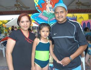 Festejó sus años de vida Pamela Mendoza . Ella es hija de Heriberto Piña y Dalia Mendoza de Piña.