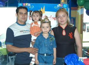 Juan Manuel Ramírez García cumplió cuatro años de edad, lo acompañan sus papás Juan Manuel Ramírez y Diana Ivonne García, y su hermana Karen.