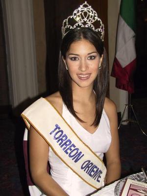 Astrid Ayup González, reina saliente del Club Rotario de Torreón.