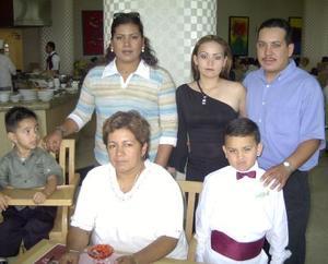 Dylan Javier, Javier Castro, Ana Lilia Hernéndez de Castro, Reyna Hernández y Socorro Contreras.