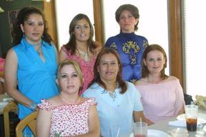 Martha Liliana Maqueda de Estrada fue agasajada con una fiesta de canastilla, organizada por Martha de Maqueda, Mónica Maqueda, Irma de Rubio y Wendy Rubio.