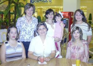 Alejandra H. de Campa, Mónica de Fernández, Lorena de Barba, Marytere de Yarza, Brenda de Maldonado y Marcela González.