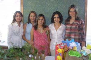 Cristina Medrano de Ríos fue festejada en días pasados, con motivo, del próximo nacimiento de su bebé; la acompañaron numerosas amistades