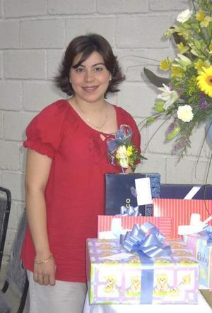 Paola Romero de Sáenz en la fiesta de canastilla que le ofrecieron