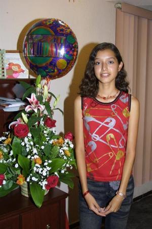 Por sus 15 años fue festejada la señorita Claudia Solís Segura, hija de los señores Eduardo Solísy Claudia Segura de Solís.
