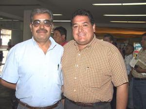 Raymundo Lozano llegó a La Laguna para tratar negocios relacionados a elevadores empresariales, lo recibió Rodolfo Romo.