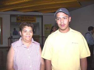 Alicia Padilla y Néstor Adame viajaron a Tijuana, en plan de paseo.