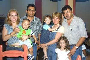 Natalia Guerra Carbajal celebró su segundo año de vida, acompañada de sus papás Martín Guerra y Flor Carbajal, sus padrinos Alfonso Arias y Ale de Arias
