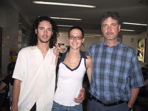Alberto Canedo Jr y su novia Marla Codesal viajaron a Cancún en plan vacacional , fueron despedidos por Alberto Canedo.