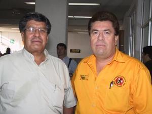 Para asistir a un curso de capacitación viajó a San Diego, Cal., Juan José Ramírez Ortiz, lo despidió Guillermo Rodríguez Rodríguez.