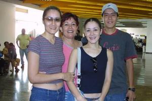 Gloria, Miriam, Saúl Muñoz y Mariela Rosales viajaron a San Diego , Cal.