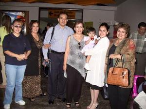 Regresaron a California María Teresa Zárate, Ivonne de Maíz e Ileana Maíz. Las despidieron Lupita, Juanis, Nena y Ricardo.