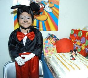 Al estilo Mickey Mouse, el pequeño Luis Felipe Celebró su tercer cumpleaños. Es hijo de José Luis González y Carmen Triana.