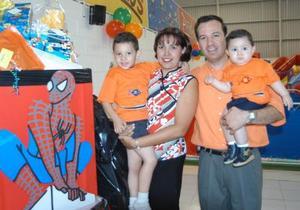 Héctor Andrés y Luis Fernando fueron festejados al cumplir cuatro años y un año de edad respectivamente por sus padres Héctor Raúl García y Claudia Alanís de García.
