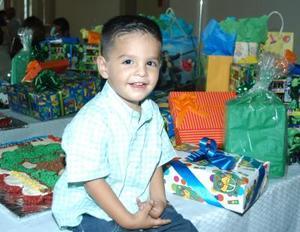 Ricardo Bretada Rojas cumplió dos años de edad y los festejó con una piñata ofrecida por sus padres, Víctor y Mary Bretado