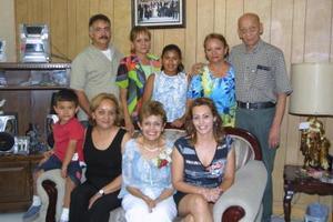 Carmen Ponce y su hija Esperanza Ponce festejaron su cumpleañ-ños en compañía de su familia; Rodolfo Zubiría, Tere Zubiría, Blanca Zubiría, Enrique Casillas, Ángeles Zubiría, Anilú y Miguelito.