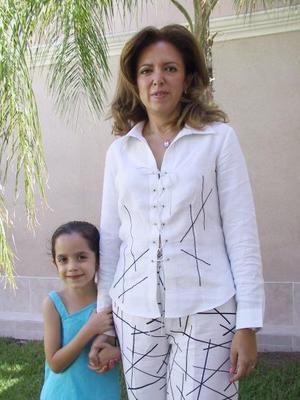Deyanira Arizpe de Zarzar celebró su cumpleaños en días pasados en compañía de familiares y amigos