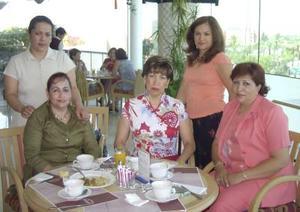 En conocido restaurante, Silvia Rodríguez de Hermosillo celebró su cunpleñaños en compañía de Nina Villanueva, Tensy Meléndez, Irma Rivera y Crusty Máynez