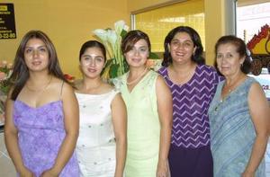 María Ángeles Zamarrón contraerá matrimonio en breve y por tal motivo Coco de Zamarrón, Charo, Adriana y Coqui Zamarrón le ofrecieron una fiesta de despedida.