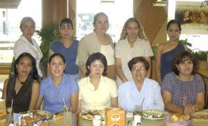 Rosy Lara Armendáriz, Vicky y Betty, Blanca Silva, Vero, Lupita y Tomy celebraron en un restaurante  el Día de la Secretaria.