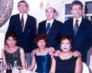 Jaime Cabral, Blanca de Cabral, Sergio Vázquez, Juanis de Vázquez, Tére Vázquez y Alfredo Rodríguez en pasado convivio.