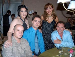 Pedro Fernández, Jesús Morrón, Rafael Muñoz, Graciela Villalobos, y Yolanda de Pérez, acompañaron a Coen Weber y Paty García el día de su boda