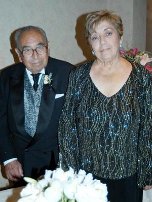 Señores Emilio García Corral y Yolanda Cisneros de García.