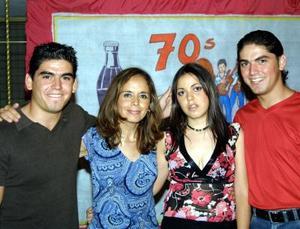 Pecky Webb celebró su onomástico en compañía de sus hijos, Abelardo Franco y Pamela de la Fuente Webb.