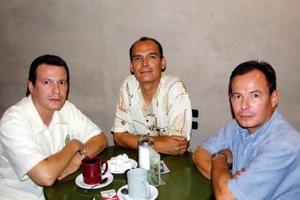 Vicente, Carlos y Enrique Izaguirre captados recientemente.