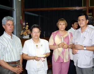 Roberto Landeros, Martha Elena de Landeros, Tere de Blanco y Hugo Blanco.