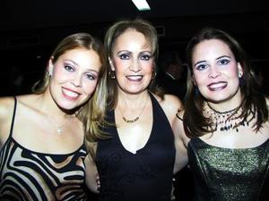 Érika González Rubio, Patricia Martínez de González Rubio y Gabriela González Rubio.