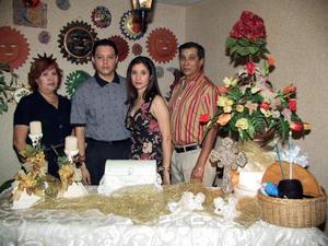 José Luis Acosta y Rosa Cecilia Sosa acompañados de los señores Rosa María Lugo de Sosa y Carlos Sosa Acosta.