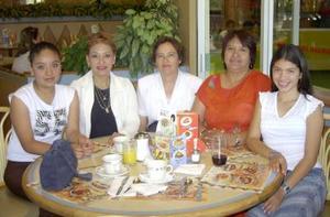 Mayra Reyes, María Concepción Espinoza, Claudia Villarreal, Yolanda Cabrera y Penélope Cabrera