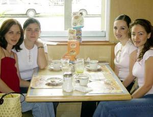 Laura, Liliana, Vanessa y Cristina Ochoa.