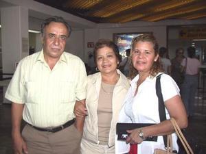 Nohemí Marín y Betty Arellano de Aguilera viajaron a Sonora para asistir a un congreso los despidió Federico Aguilera.