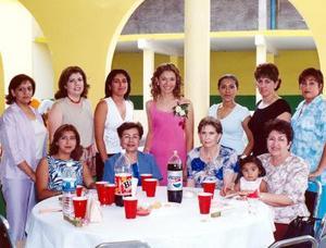 Carolina Estefanía Quiroz con su grupo de invitadas a su despedida de soltera efectuada en Matamoros Coah, ellas son Nena, Silvia, Lucita, Sra. Montaudon, Verónica, Chelis, Érika, Martha, Hilda y Peque Garibay.