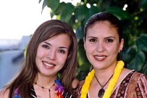 Ana Carolina Chew Gómez Llanos y Claudia Ch. de Urie.