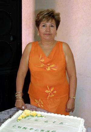 Con un convivio preparado por su familia la señora Carmen Aguilar de Mora celebró recientemente su onomástico.