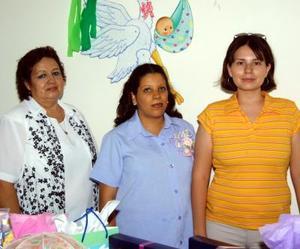 Con una fiesta de canastilla festejaron a Estela del Rayo Andrade Leos, las anfitrionas fueron Nancy Varela y Margarita Valverde
